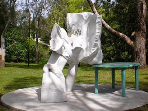 Hany Armanious Fountain, Heidi